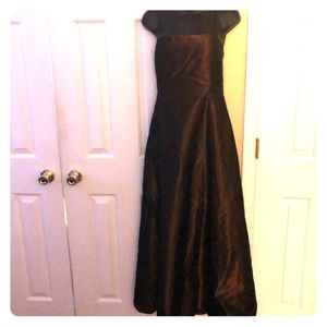 Laundry by Shelli Segall gold evening gown